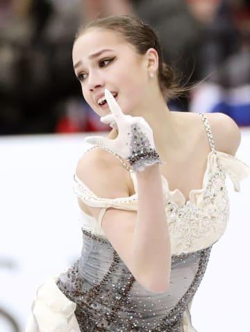 1月23日、フィギュアスケート欧州選手権の女子SPで演技するアリーナ・ザギトワ選手=ミンスク(タス=共同)
