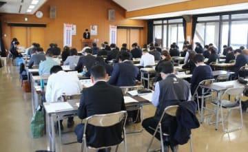 県議選に向け、関係法令などを確認した県選管の説明会
