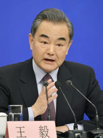 記者会見する中国の王毅国務委員兼外相=8日、北京(共同)