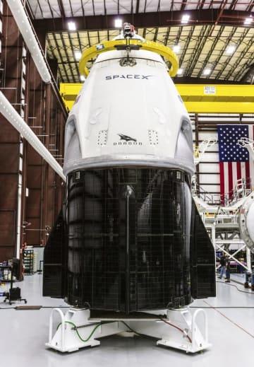 有人型ドラゴン宇宙船(スペースX提供・共同)