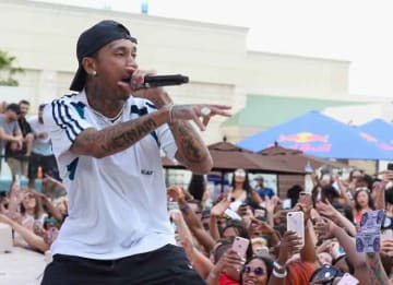 LAS VEGAS, NV - MARCH 26: Rapper Tyga performs during DAYLIGHT Beach Club's grand opening weekend at the Mandalay Bay Resort and Casino on March 26, 2017 in Las Vegas, Nevada. (Photo by Bryan Steffy/Getty Images for DAYLIGHT Beach Club)