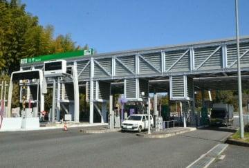 4車線化が期待される東九州自動車道の臼杵料金所