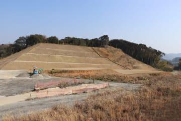 山林部分など残る工事を2024年度に完了させる予定の高田南土地区画整理事業=長与町高田郷