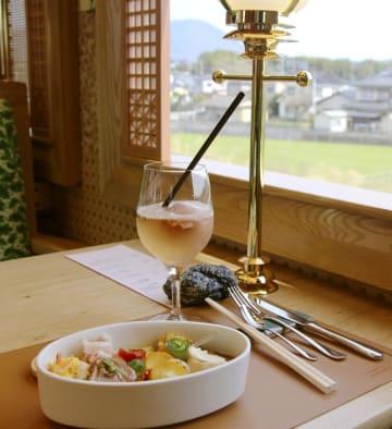 平成筑豊鉄道が運転を始める「ことこと列車」で味わえる料理=9日午後、福岡県福智町