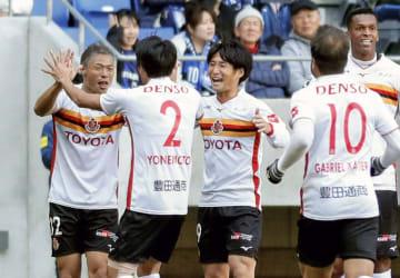 G大阪―名古屋 前半、先制ゴールを決め喜ぶ名古屋・赤崎(左端)ら=パナスタ