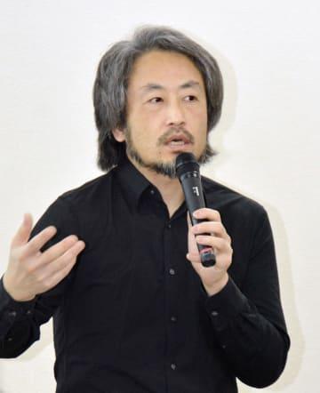 福岡市内で講演するジャーナリストの安田純平さん=9日午後