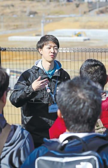戸倉地区の津波被害の状況を語る佐藤さん