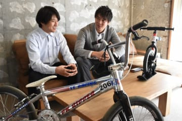 「BMXで大船渡に元気や勇気を与えたい」と語る福山北斗さん(右)と桑野孝則さん
