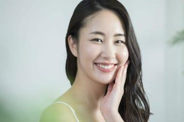フッ素配合歯磨き粉やフッ素洗口液の使用、歯科で受けられるフッ素歯面塗布など、フッ素の種類とそれぞれの虫歯予防効果の高さについて解説します。