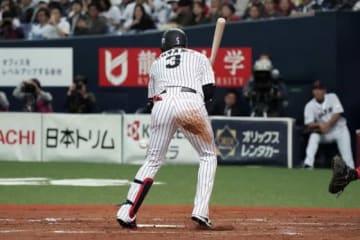 死球を受け途中交代した阪神・大山悠輔【写真:Getty Images】
