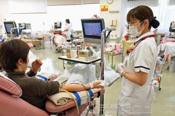 骨髄バンクのドナー登録は先月、前年比で4.4倍の186人となった。前橋献血ルームでは池江璃花子選手の公表後から、登録についての問い合わせが増えている(2月16日付より)