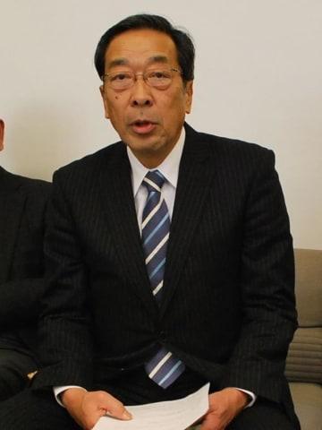 2014年の木更津市長選で出馬会見する石川市議