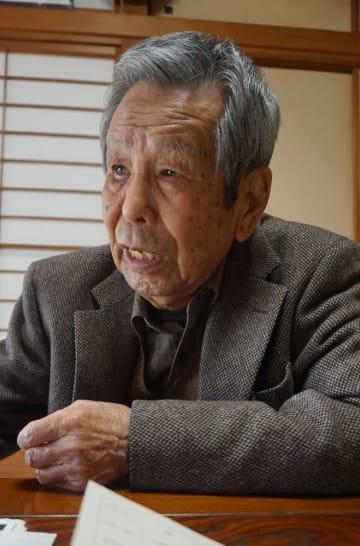 今も脳裏に焼きついた広島、長崎での被爆体験を語る田平寛幸さん=長崎市江川町の自宅