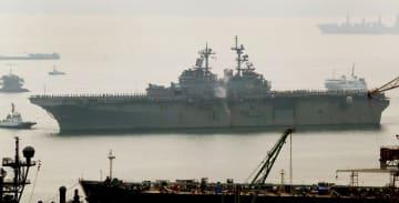 佐世保に配備された米海軍の強襲揚陸艦ワスプ=1月14日午前9時16分、佐世保港