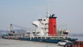 過去最高の取扱貨物量となった白老港