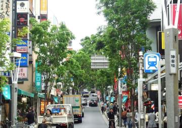 飲食店の名店が軒を並べる都内の繁華街。繁盛店にも不人気の店にもそれなりの理由があるという