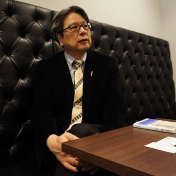 紅野 謙介(こうの・けんすけ)教授(日本大学) 86 年早稲田大学大学院博士課程中退。文学修士。麻布中学校・高等学校教諭などを経て97 年より現職。