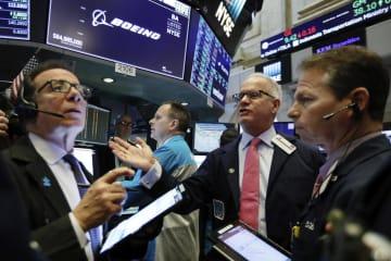 11日のニューヨーク証券取引所(AP=共同)