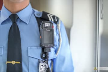 マカオ治安警察局が今年第2四半期から前線勤務の警察官に配備する無線機能付き新型ビデオカメラ(写真:マカオ治安警察局)