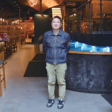 高橋拓也(たかはし・たくや)■福岡市出身。父親が創業した「ハーバーハウス」の経営に大学在学中から加わり、2005年副社長。主力業態の「釣船茶屋ざうお」の海外1号店を18年10月、チェルシーにオープン。ハーバーハウスの系列店はざうおを中心に国内外で20店舗
