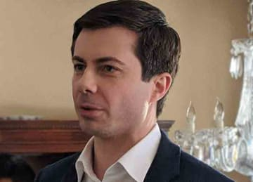 Description: English: Pete Buttigieg @ Merrimack, NH (20190216) Date 16 February 2019, 14:13:51 Source https://www.flickr.com/photos/37996583933@N01/33249197628/ Author: marcn (Wikipedia)