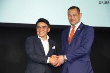 丸山茂樹と室伏広治氏が、それぞれの競技力アップに向けての思いを語った(撮影:ALBA)