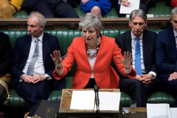 英議会で話すメイ首相=12日、ロンドン(ロイター=共同)