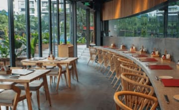 ホーチミン市7区にオープンした「一風堂」ベトナム1号店の店内(力の源ホールディングス提供)