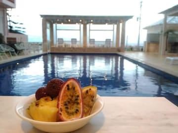 シャーベットピンクが可愛らしいカジュアルリゾートホテルで宮古島を満喫!