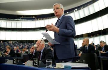 フランス・ストラスブールの欧州議会で発言する欧州連合のバルニエ首席交渉官=13日(ロイター=共同)