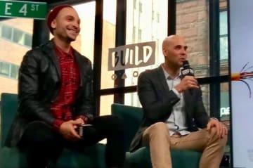 左から、俳優のマイケル・マンドとキム・グエン監督