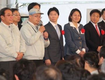 式典に臨む(左2人目から)伊原木岡山県知事、伊東倉敷市長、片岡総社市長