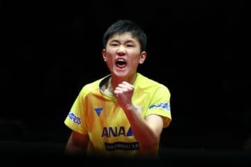 4月2日の日本ハム戦で始球式を行うことが決まった卓球世界ランク4位の張本智和【写真:Getty Images】