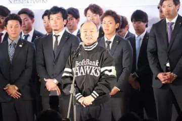 孫正義オーナーらが参加したソフトバンク激励会の様子【写真:福谷佑介】