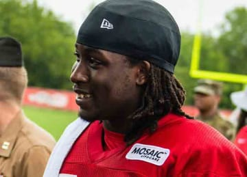 Description English: Missouri Gov. Michael Parson (left) talks with Kareem Hunt, a member of the Kansas City Chiefs football team, at the Chief's training camp in St. Joseph, Mo., Aug. 14, 2018. The Chiefs hosted a military appreciation day on...
