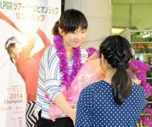 リコーカップ参戦のため本県入りしたディフェンディングチャンピオンのテレサ・ルー選手=23日午後、宮崎空港