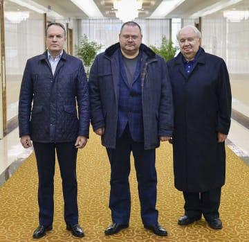 平壌国際空港に到着したロシア上院代表団=16日(共同)