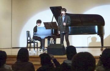 国際ビフレンダーズ大阪自殺防止センターが開いたチャリティーコンサート=17日午後、大阪市