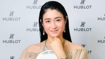 「HUBLOT LOVES WOMEN AWARD 2019」を受賞し授賞式に出席した小雪さん
