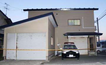 乳児3人の遺体が見つかった作業小屋=17日夕、秋田市