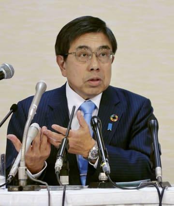 公約を発表する、大阪府知事選に立候補する小西禎一氏=17日午後、大阪市