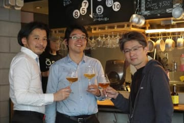 左から、29ONドリンク責任者「小野哲嗣」氏、Far Yeast Brewing 源流醸造所 醸造長「栁井拓哉」氏、29ON代表「米山健一郎」氏