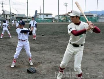 4高校の野球部員が先生に 利根沼田で小学生を指導