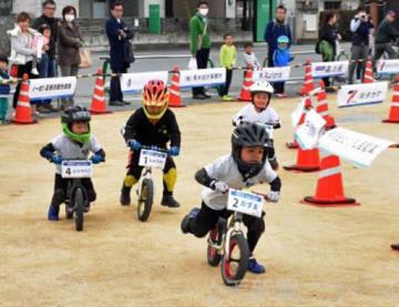 ランバイクで駆け抜けろ! 富岡で2~6歳児 89人が快走