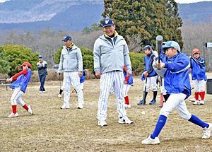 元プロ野球「名球会」選手が子どもら熱血指導 福島で野球教室