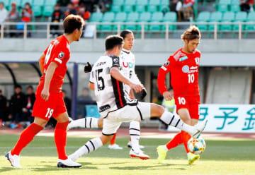 【愛媛FC―山口】前半27分、愛媛FC・神谷(10)が追加点を決める=ニンスタ