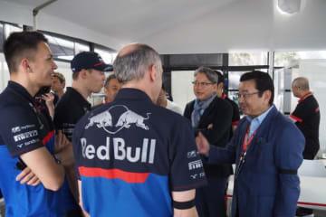 【ブログ】緊張もつかの間、トロロッソの若手ふたりがホンダ八郷社長に言いたい放題/F1オーストラリアGP現地情報