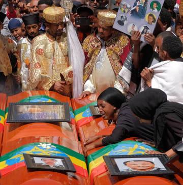 エチオピア航空機墜落事故の犠牲者の追悼式=17日、アディスアベバ(ゲッティ=共同)