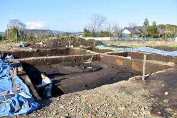 西都市教委の発掘調査により、「国庁」の最大期の規模が明らかとなった「日向国府跡」