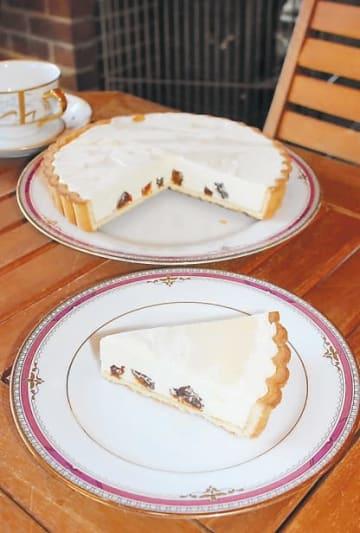 耕野特産のころ柿と蜂蜜を使ったクリームチーズタルト